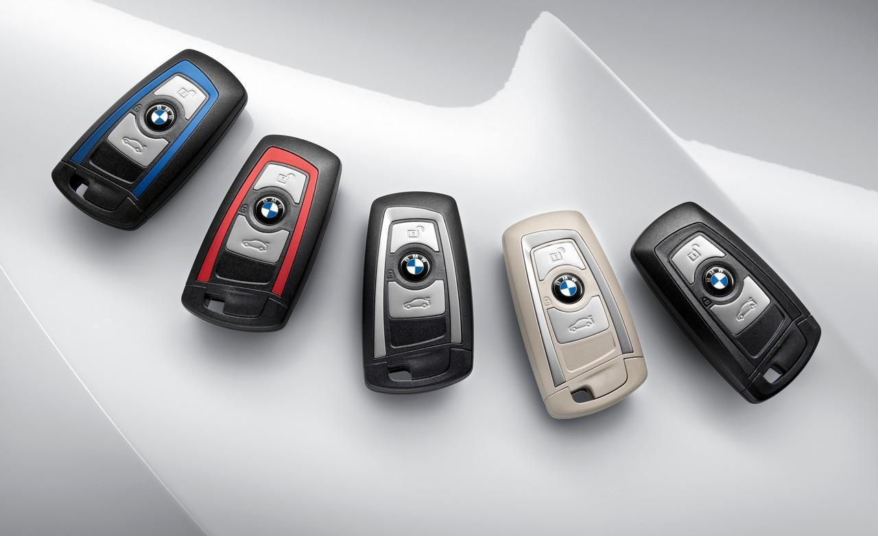 Как заменить батарейку в брелке ключа BMW