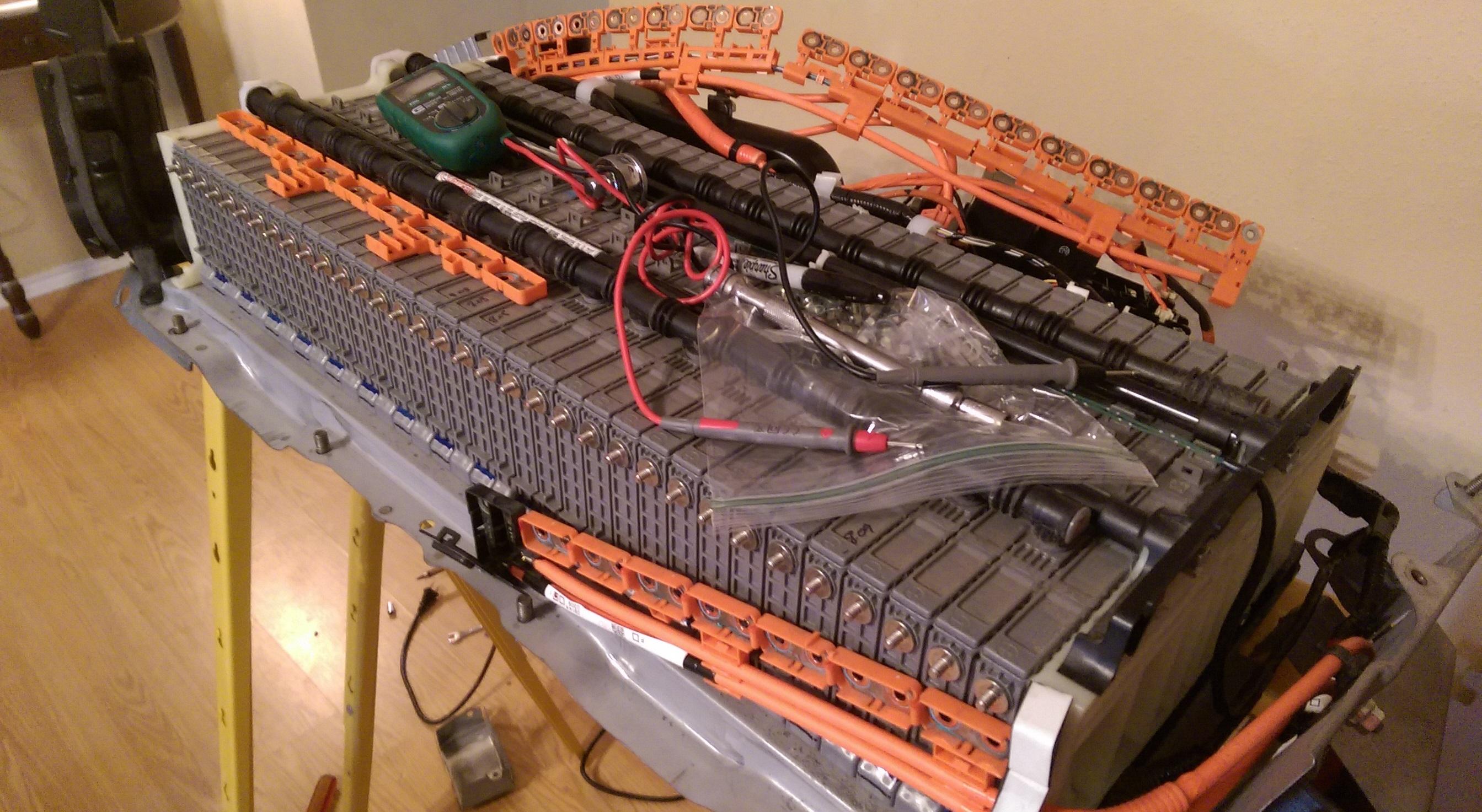 Владелец самостоятельно починил аккумуляторы гибридной Camry за 10$ вместо 4 500$