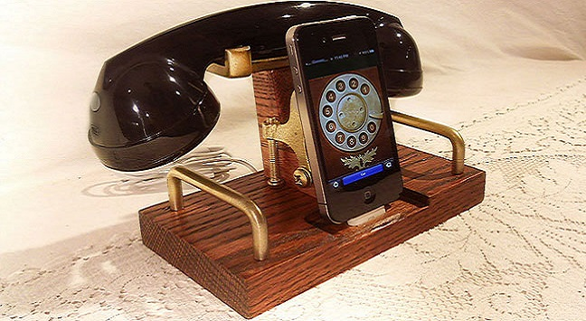 1444155906_retro-iphone-dock_1.jpg
