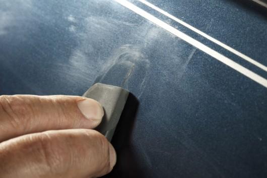 Как убрать царапины на машине