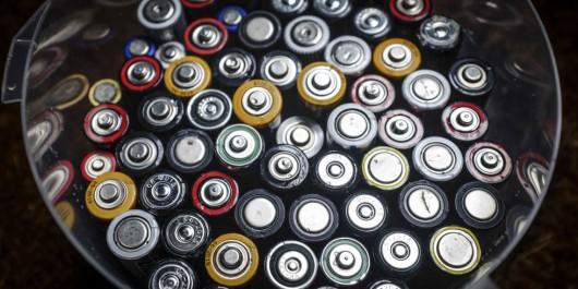Сколько батареек типа АА нужно, чтобы запустить двигатель автомобиля?