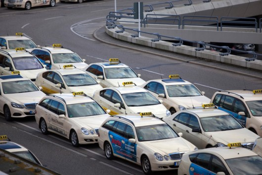 Зачем автомобили оклеивают пленкой