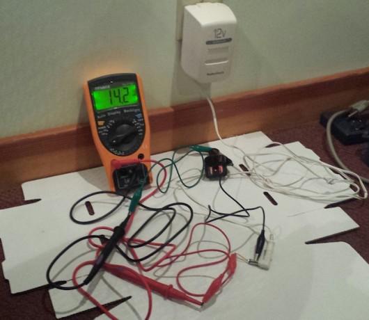 Может ли автомобильное зарядное устройство разрядить аккумулятор?