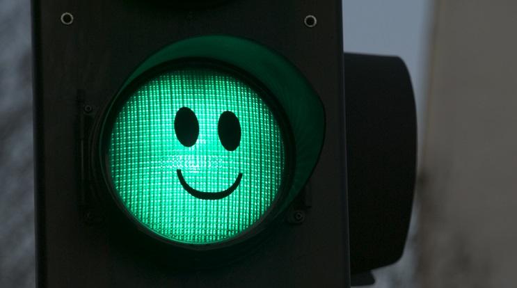 поделитесь светофор с горящим зеленым светом картинка качестве способа повышения