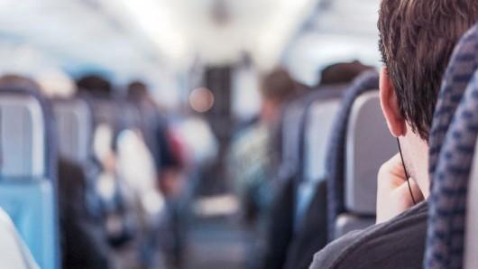 Как успокоиться во время турбулентности в самолете