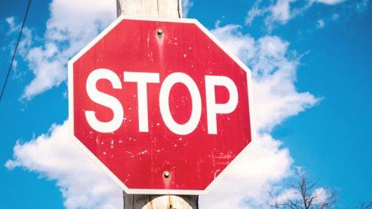 Восьмиугольный дорожный знак — 4 буквы, сканворд