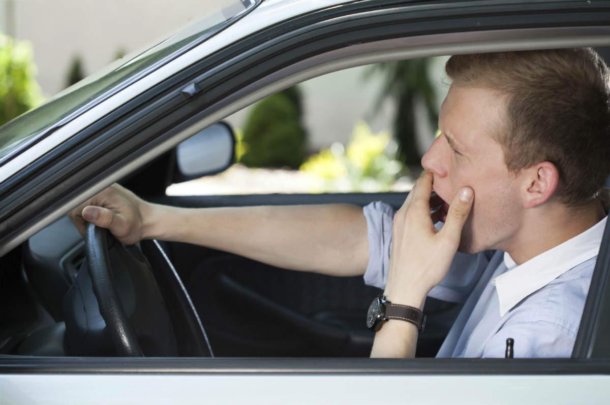 человек спит в машине фото знакомства