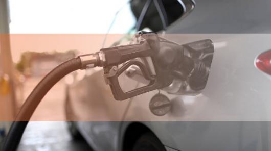 Сколько заливать бензина: полбака или полный?