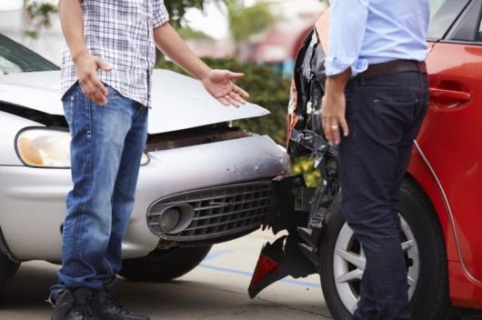 15 вещей, которые нужно сделать в течение 10 минут после автомобильной аварии: советы и рекомендации