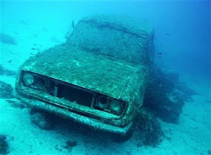 затонувшие автомобили фото нее ровная