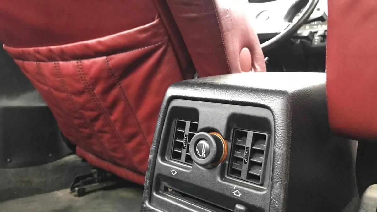 «Самолечение» вышедшего из строя прикуривателя в автомобиле может привести к пожару