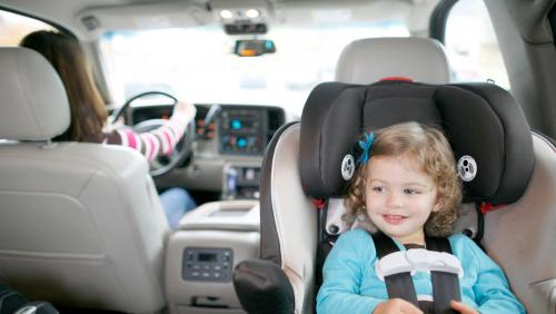 Со скольки лет ребенка можно перевозить на пассажирском сиденье