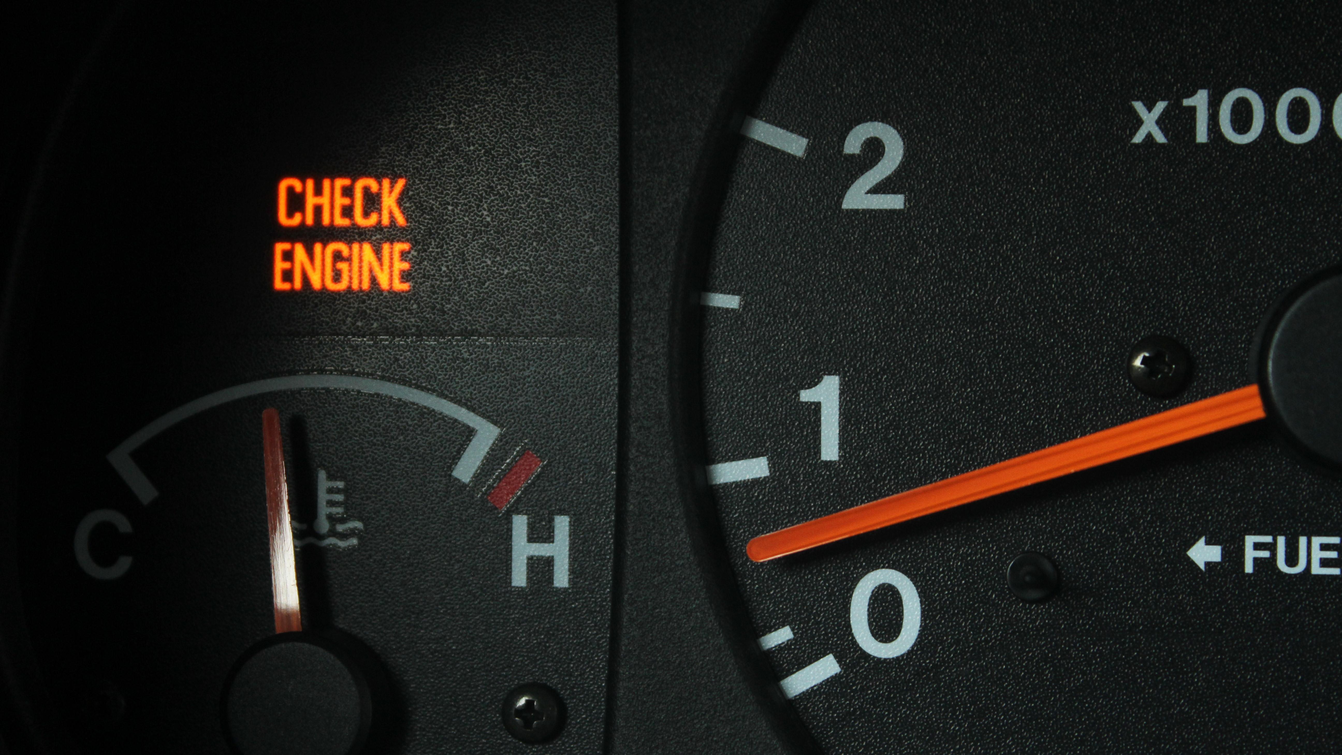 Загорелся значок двигателя на панели приборов: причины, устранение, последствия