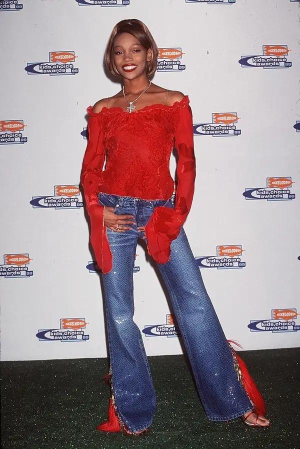 Как одевались знаменитости 2000-х, которые задавали модные тренды