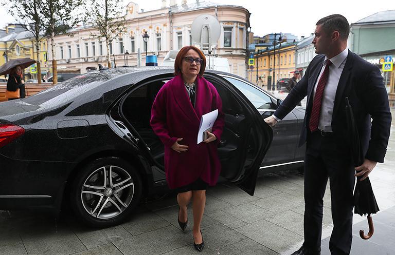 На каких автомобилях ездят известные чиновники России