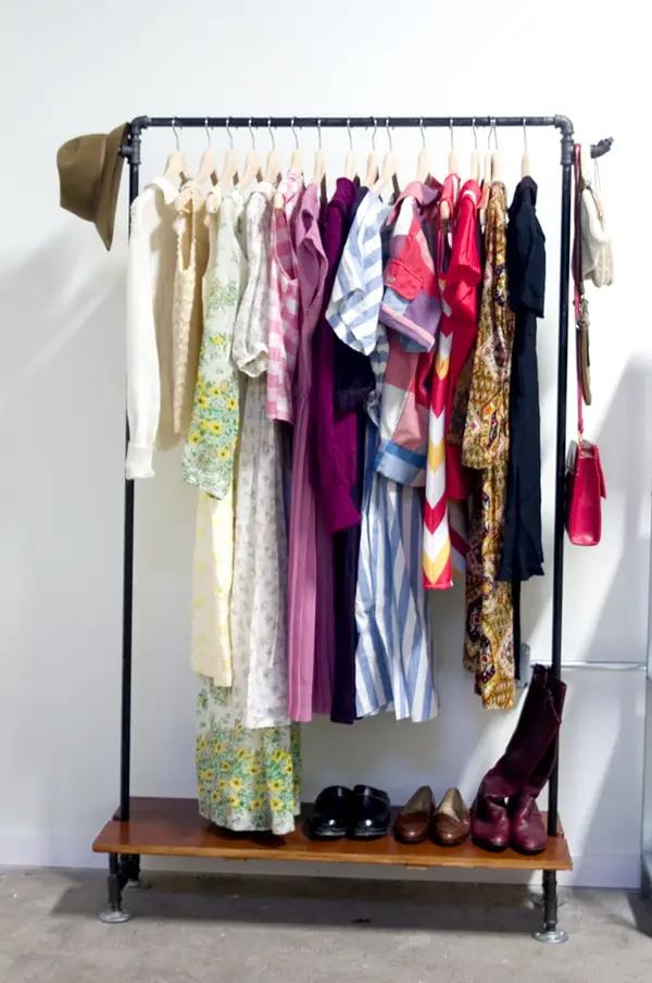 25 лайфхаков для тех, кто не знает, как уместить в шкаф всю одежду
