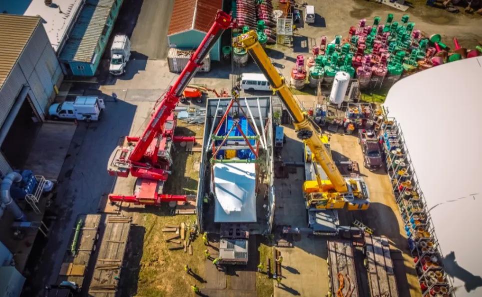 Как меняют двигатель на больших кораблях: пример с ледоколом из США