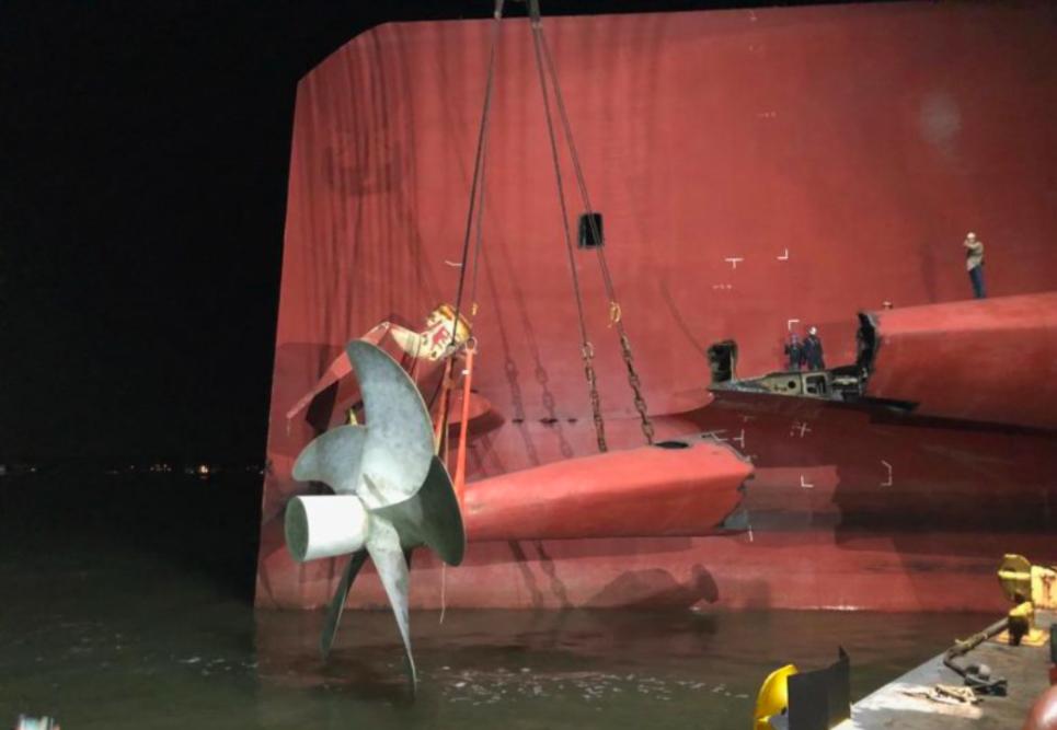 Затонувшее судно с тысячами автомобилей разрезали на части: технология подъема и резки