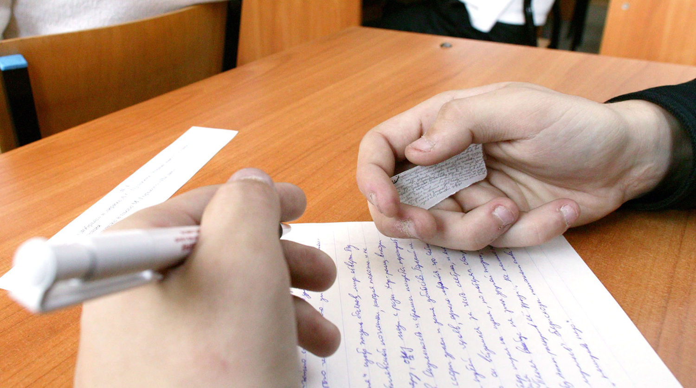 Выживут хитрейшие: 21 изощренный способ списать на экзамене –опыт людей