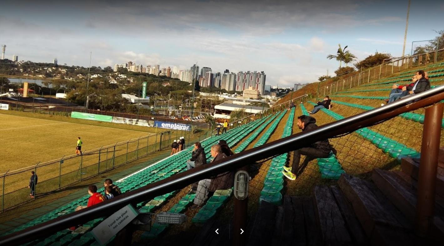 10 странных футбольных стадионов в мире, которые доказывают, что играть в футбол можно где угодно